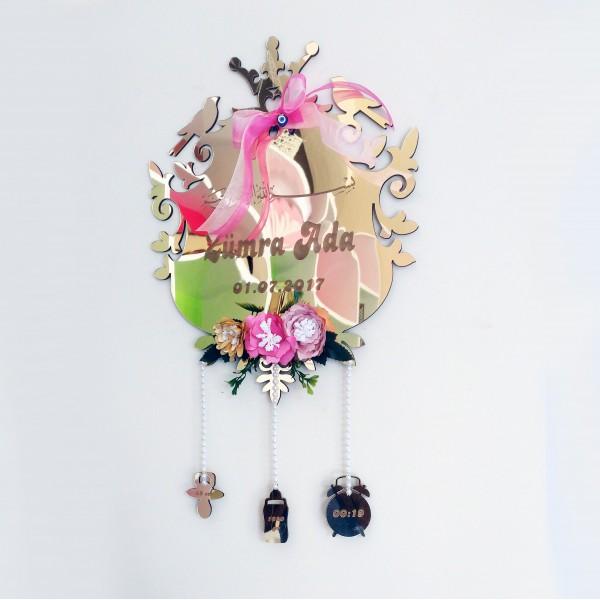 Desenli Ayna Pleksi Şekilli Bebek Kapı Süsü