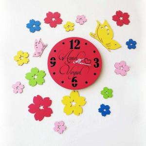 Kelebek ve Çiçek İsme Özel Ahşap Duvar Saati