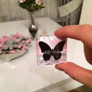 Kelebek Desenli Ayna Pleksi Çikolata İsimliği